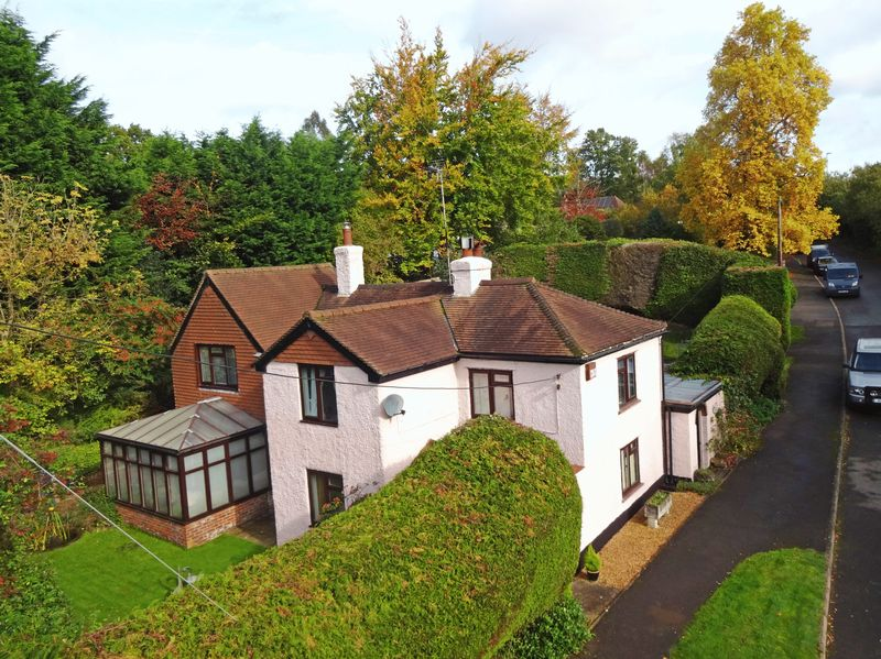 5 Bedrooms Property for sale in London Road, Liphook