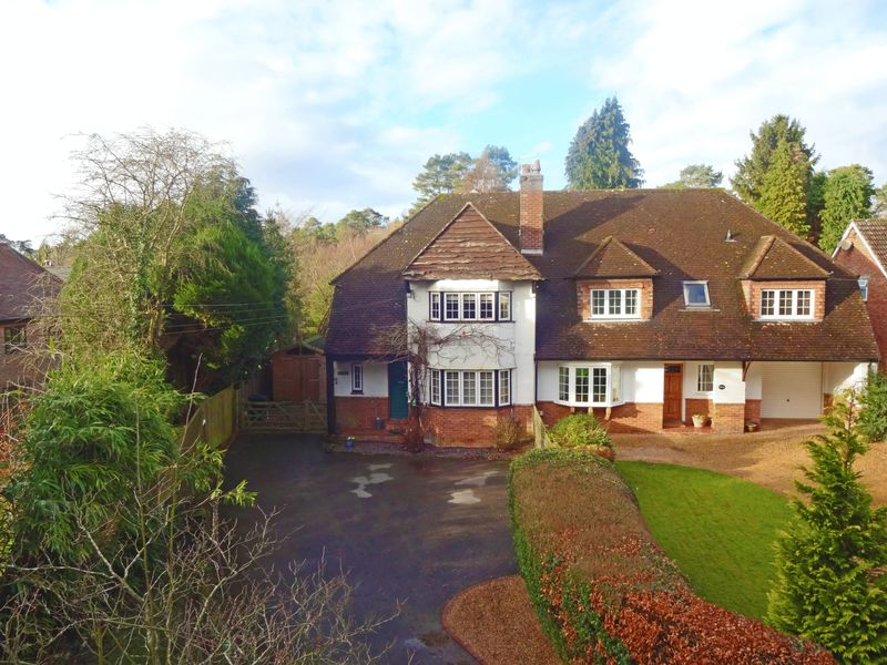 4 Bedrooms Property for sale in Beech Hill, Headley Down