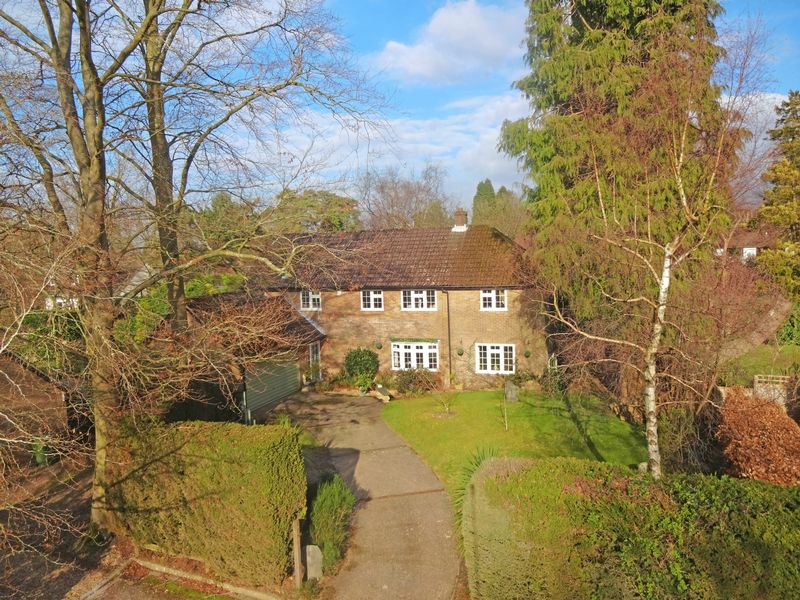 5 Bedrooms Property for sale in Gorselands Close, Headley Down