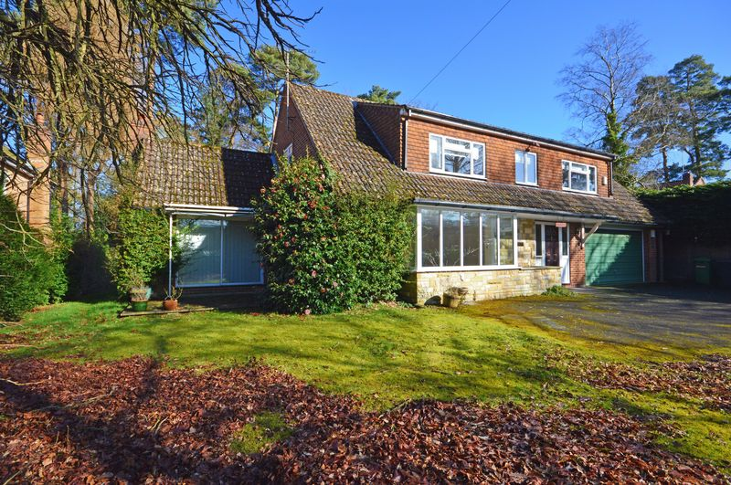 4 Bedrooms Property for sale in Furze Vale Road, Headley Down