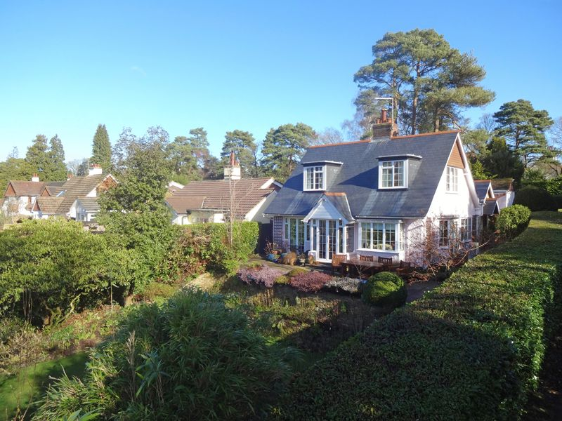 3 Bedrooms Property for sale in Grove Road Beacon Hill, Hindhead