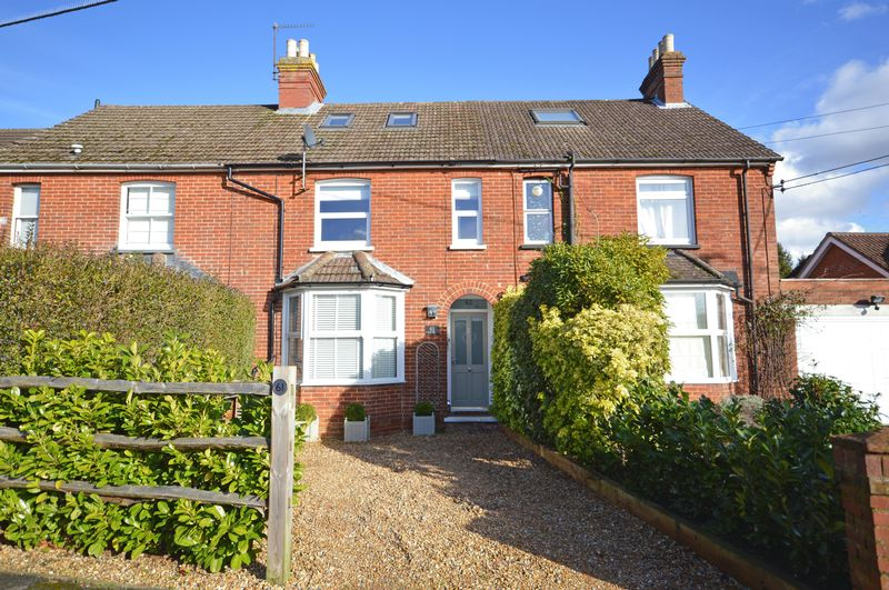 3 Bedrooms Property for sale in Liphook Road, Lindford