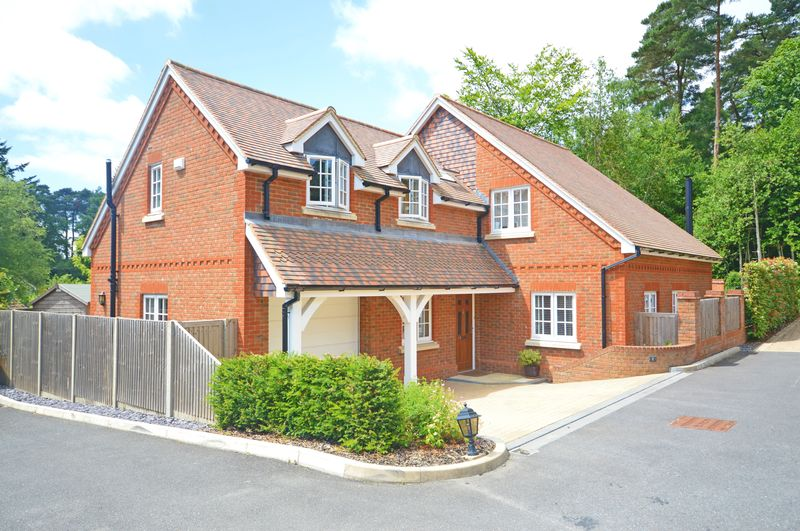 4 Bedrooms Property for sale in Portsmouth Road, Hindhead