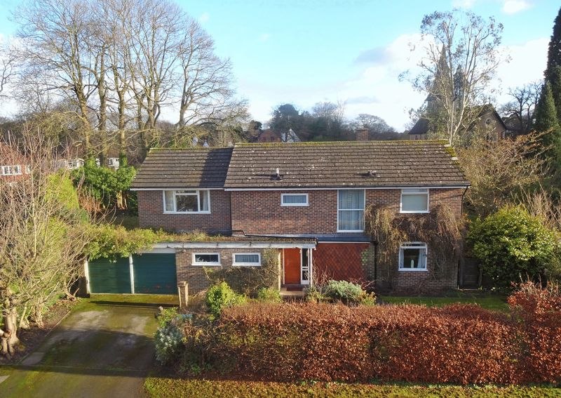 4 Bedrooms Property for sale in Vicarage Gardens Grayshott, Hindhead