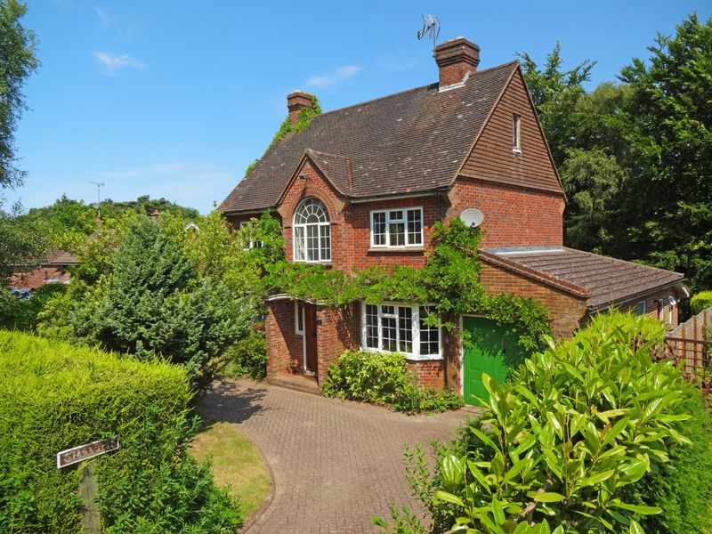 4 Bedrooms Property for sale in Mowatt Road Grayshott, Hindhead