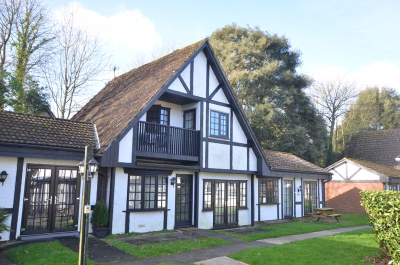 10 Tudor Court, Tolroy Manor