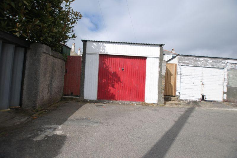 Garage (Red)