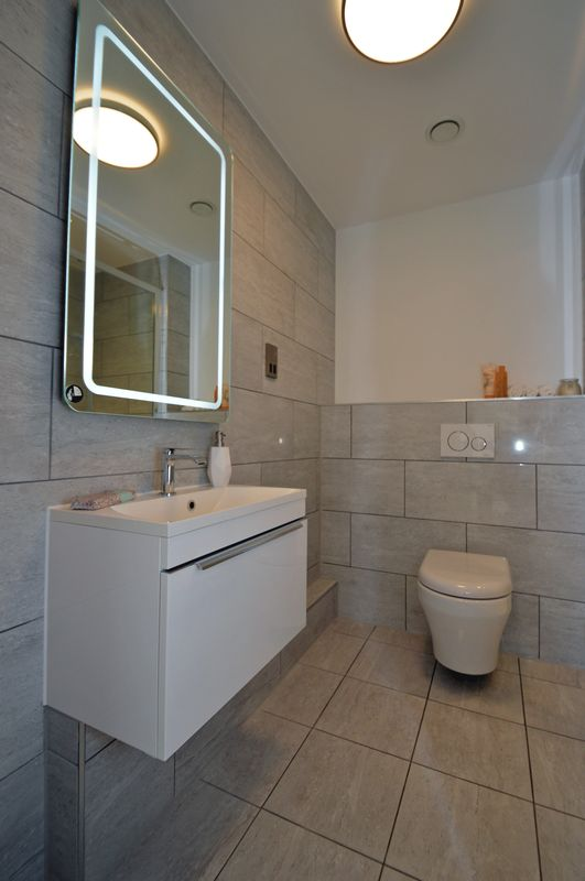 Show Hoouse Shower Room