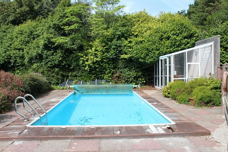 Higher tremena st austell burrows estate agents for Aufstell swimmingpool