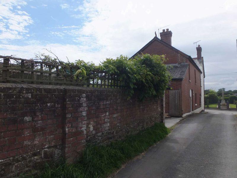 2 Bedrooms Property for sale in Beaworthy, Devon