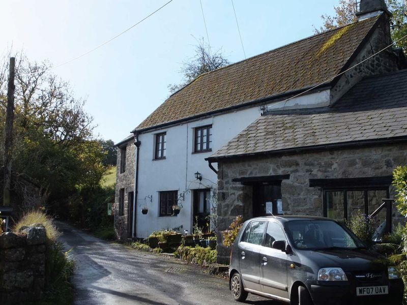 3 Bedrooms Property for sale in Throwleigh, Devon