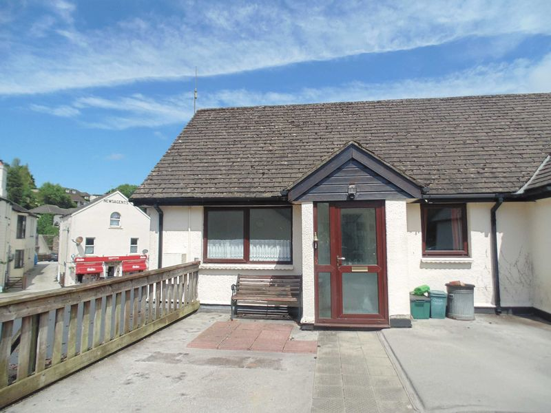 2 Bedrooms Property for sale in Okehampton, Devon
