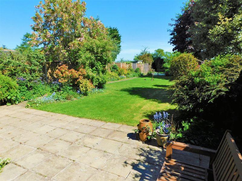 Private Raer Garden