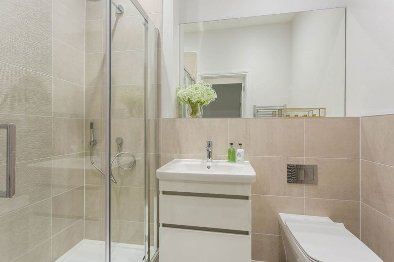 Ensuite - Previous Show Home