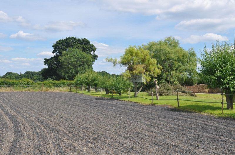 Newpound Lane Wisborough Green
