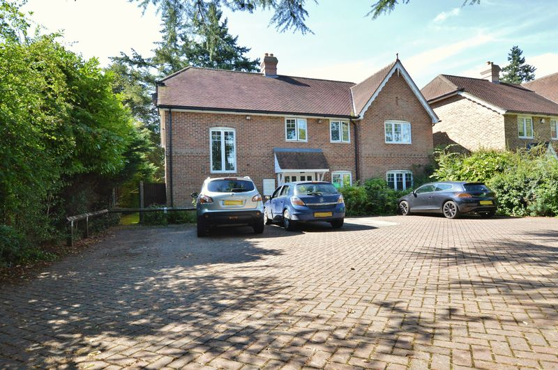 1 Bedroom Property for sale in Poplar Road Shalford, Guildford