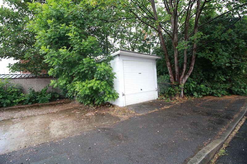 1 Lyndhurst Road
