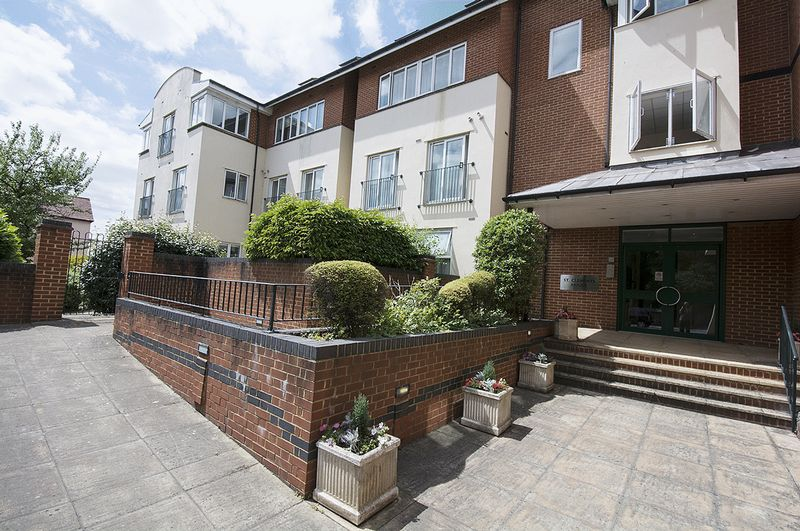 2 Bedrooms Property for sale in St Clements House, Walton-On-Thames