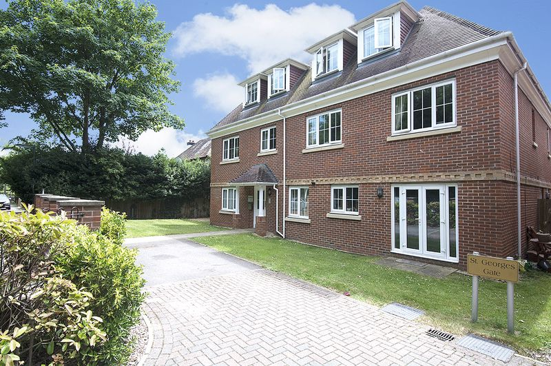 2 Bedrooms Property for sale in St Georges Gate Woburn Hill, Addlestone