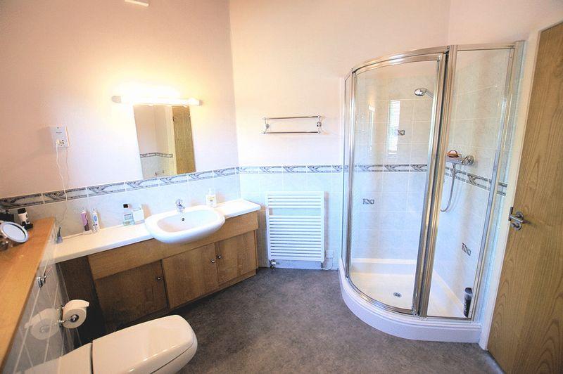 En Suite Bath/Shower Room