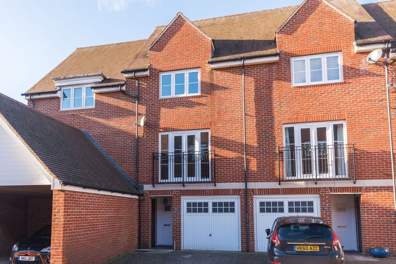 3 Bedrooms Property for sale in Thames View, Abingdon