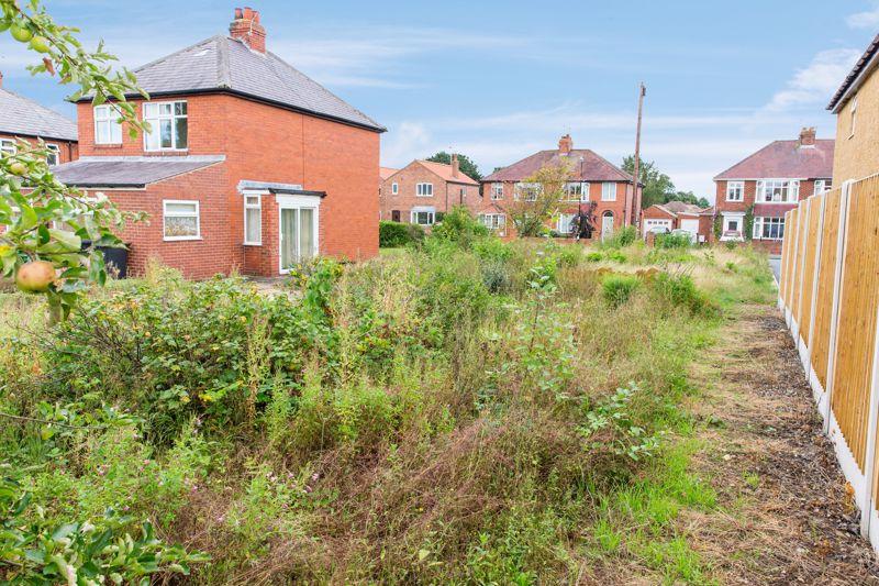18 Bishopton Lane
