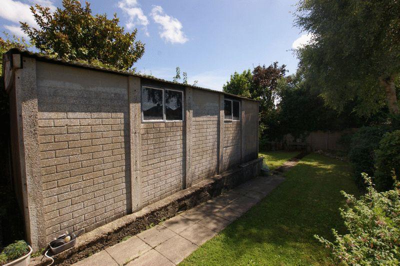 Enclosed Rear Garden/ Garage