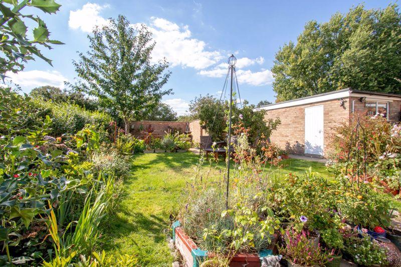 Serlby Gardens Longthorpe