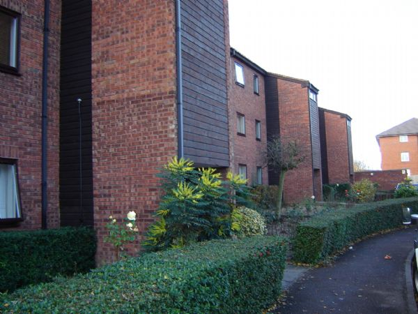 Rowlands Close
