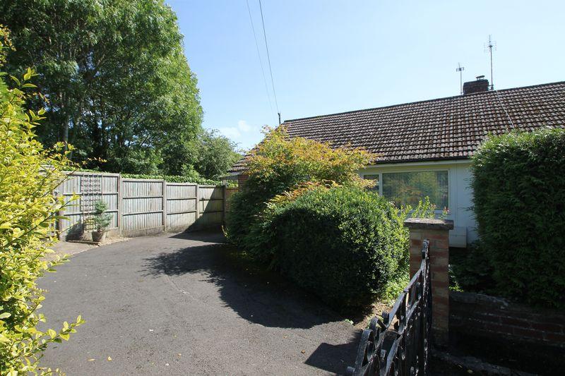 3 Bedrooms Property for sale in Ken Close, Wells