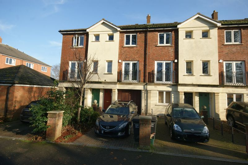3 Bedrooms Property for sale in Mitre Court, TAUNTON