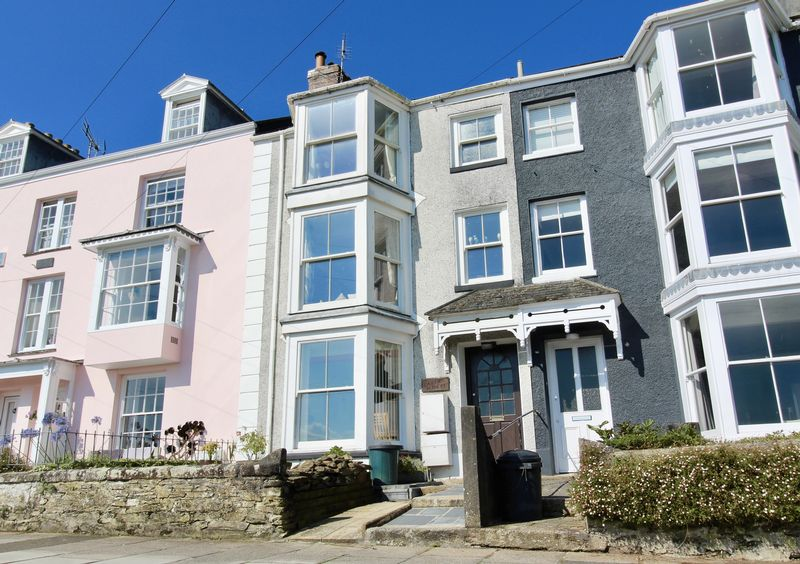 3 Bedrooms Property for sale in Dunstanville Terrace, Falmouth