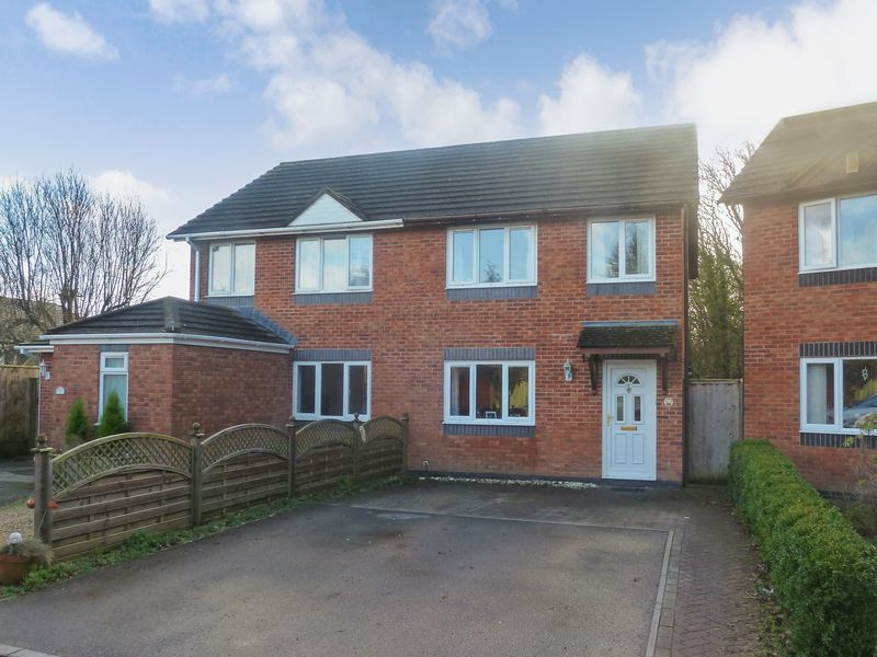 3 Bedrooms Property for sale in Badgers Close, Kingsteignton