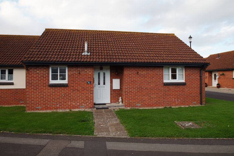 2 Bedrooms Property for sale in Priory Gardens, Burnham-On-Sea