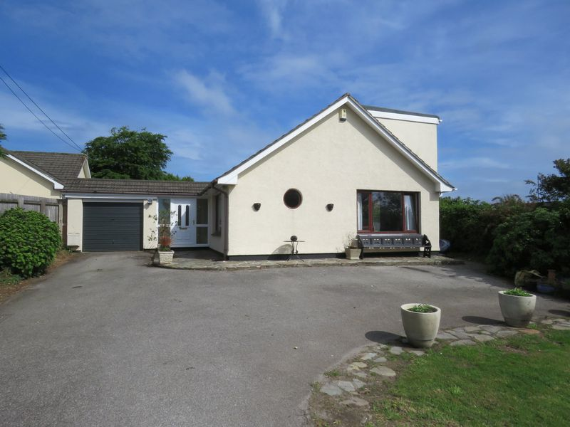 5 Bedrooms Property for sale in Forth Coth Carnon Downs, Truro