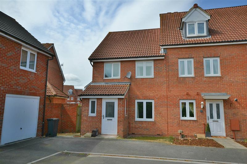 3 Bedrooms Property for sale in Cavalier Close, Bridgwater