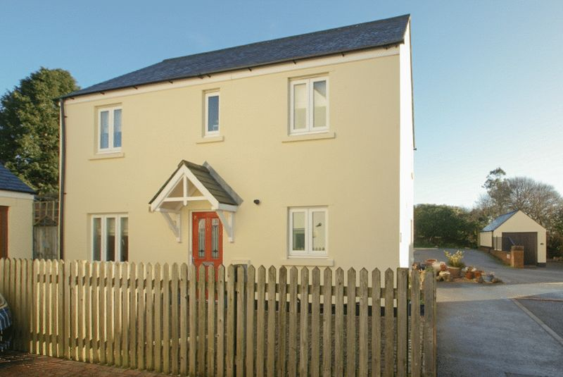 3 Bedrooms Property for sale in Blangy Close, North Tawton