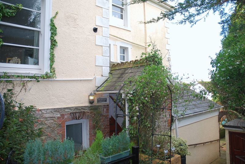 2 Bedrooms Property for sale in St Margarets Road St Marychurch, Torquay