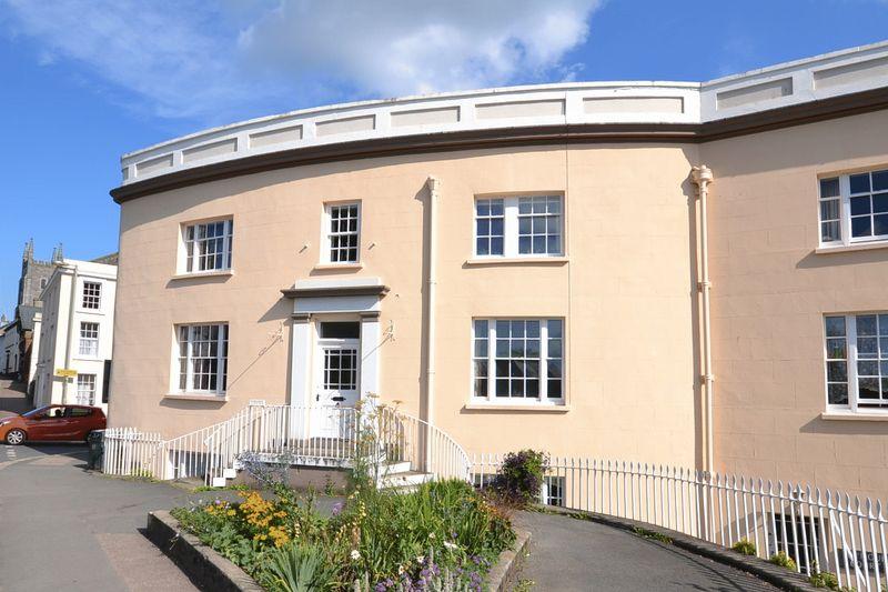 3 Bedrooms Property for sale in Seymour Court, Totnes