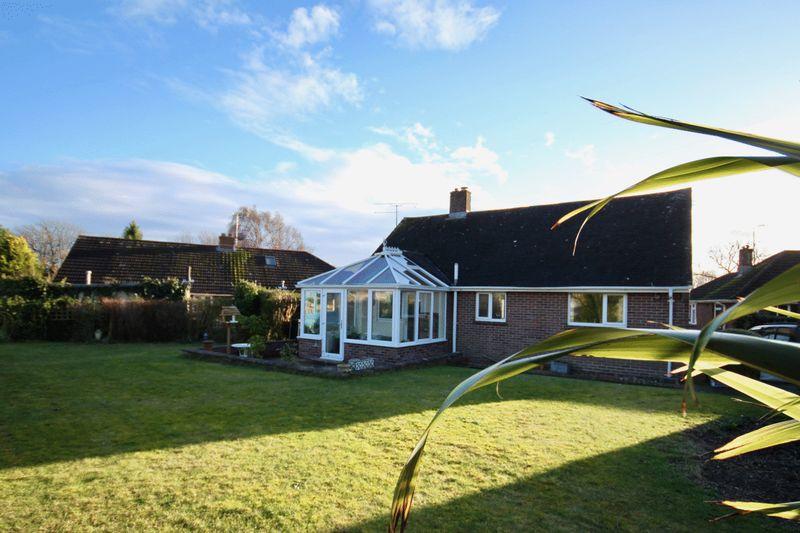 2 Bedrooms Property for sale in Grosvenor Crescent, Dorchester