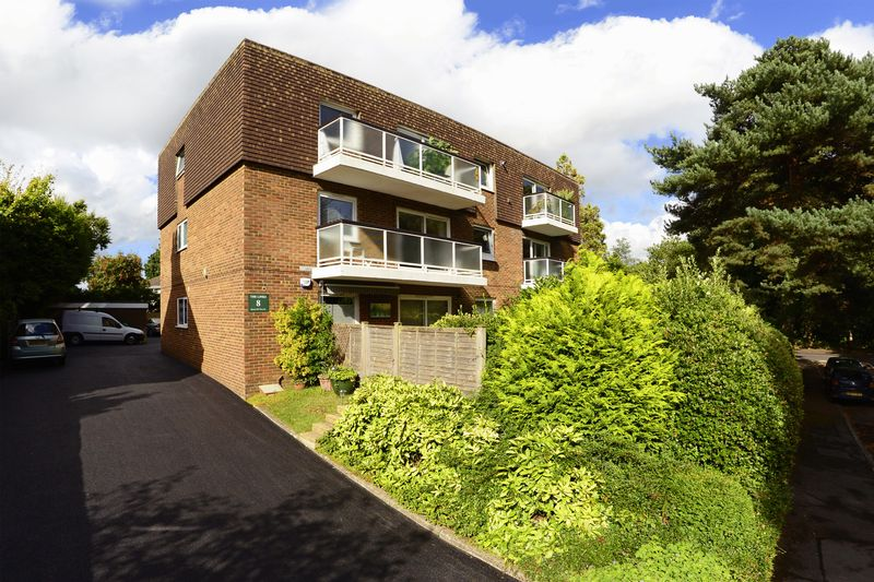 2 Bedrooms Property for sale in 8 Queens Park West Drive, Bournemouth