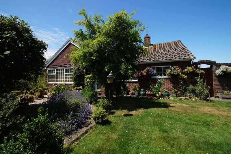 3 Bedrooms Property for sale in Ash Tree Road, Burnham-On-Sea