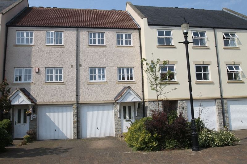 3 Bedrooms Property for sale in St Andrews Mews, Wells