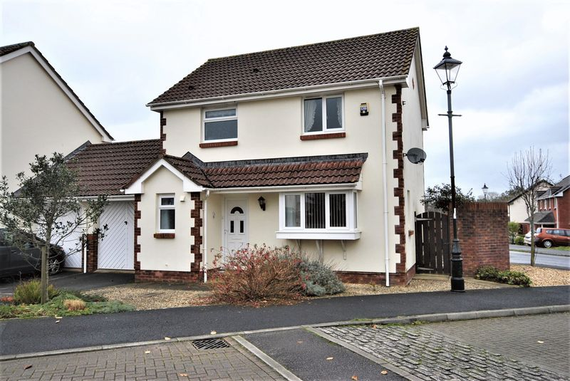 3 Bedrooms Property for sale in Hele Rise Roundswell, Barnstaple