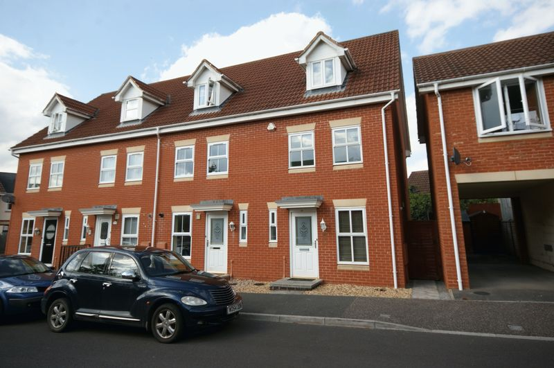 3 Bedrooms Property for sale in Stutts End Cotford St Luke, Taunton