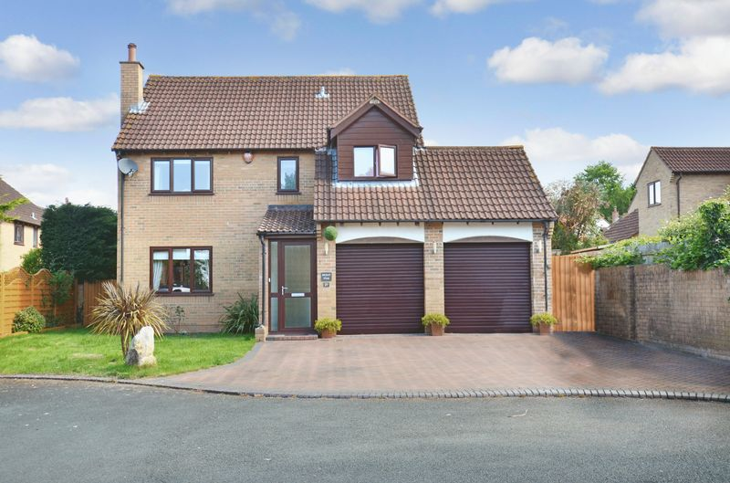 4 Bedrooms Property for sale in Eagle Close Kingsteignton, Newton Abbot