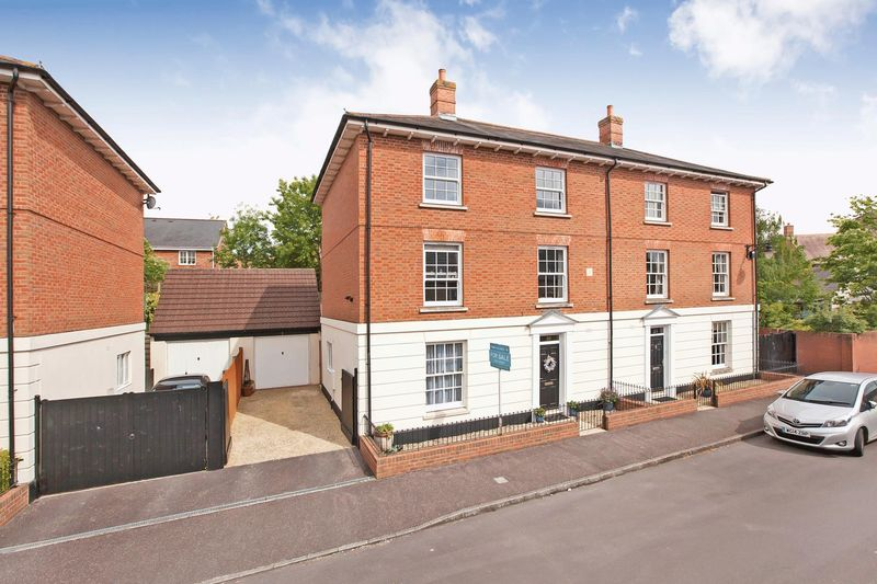 4 Bedrooms Property for sale in Fields End, Taunton
