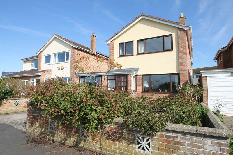 4 Bedrooms Property for sale in Stillington Close, Wells