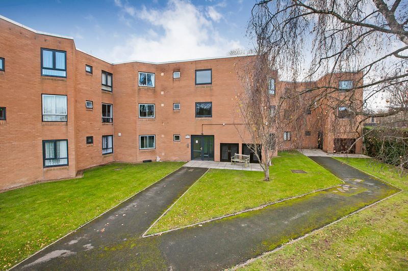 2 Bedrooms Property for sale in Summerfield Court, Taunton
