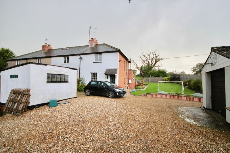 3 Bedrooms Property for sale in Railway Cottage Holywell, Dorchester